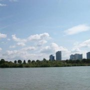 Donau City mit links den Donauturm